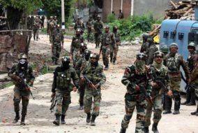 जम्मू-कश्मीर में LoC पर पाक की ओर से भारी गोलाबारी, सेना के तीन जवान शहीद