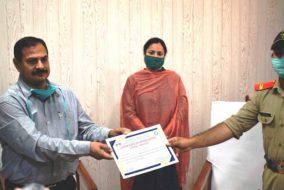 डीसी सिरमौर ने किया NSSव NCC स्वयंसेवकों को कोरोना महामारी के दौरान लोगों को जागरूक करने पर सम्मानित