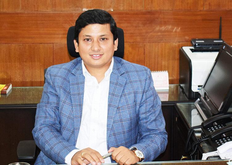 जिला शिमला में चुनाव प्रक्रिया के लिए पोलिंग बूथ पहुंचे 4110 कर्मचारी : उपायुक्त शिमला आदित्य नेगी