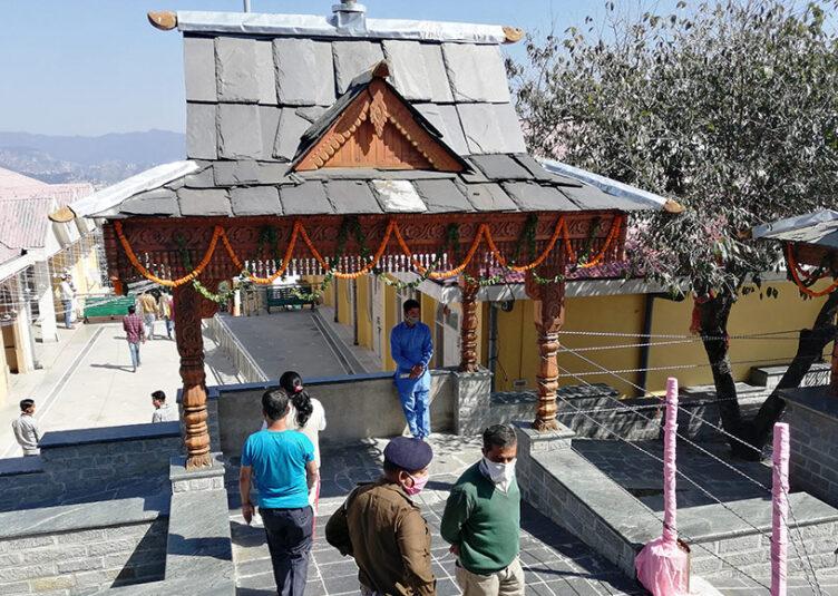 शिमला: तारा देवी मंदिर में करीब 1350 श्रद्धालुओं ने नवाजा शीश