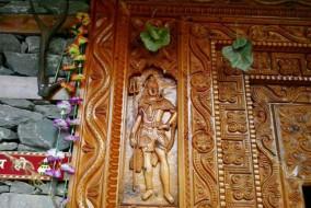 door-of-dev-pashakot-temple