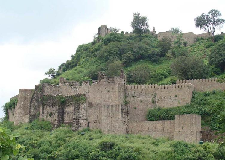 हिन्दू इतिहास की कई कहानियां अपने में समेटे हुए है कांगड़ा किला