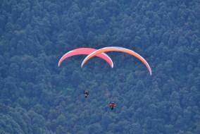 बिलिंग से उड़ान भरने के बाद दिल्ली का पैराग्लाइडर पायलट पहाड़ियों में लापता