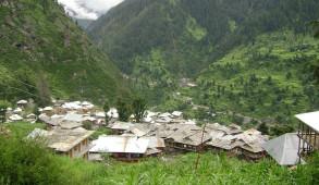 """स्वयं में इतिहास समेटे हुए जहां का लोकतंत्र, विश्व का एकमात्र कुल्लू का """"मलाणा"""" गांव"""