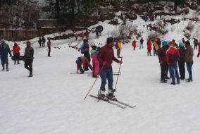 बर्फबारी का लुत्फ़ उठाने शिमला पहुंचे पर्यटक....देखें तस्वीरें