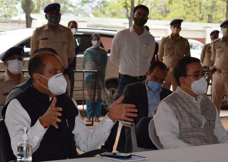 मुख्यमंत्री ने कांगड़ा जिले में कोविड मरीजों के लिए बिस्तरों की क्षमता बढ़ाने के दिए निर्देश