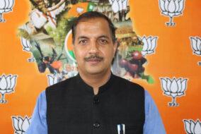 लाचार कांग्रेस , प्रदेश अध्यक्ष को साईकल पर भी कार्यकर्ताओं का सहारा : जम्वाल